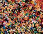 Marta Antoniak, miniaturowe plastikowe zabawki pokrywa farba wyciskana wprost z tuby.