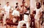 """Macie prawo do wszystkiego, co czyni was ludźmi – pokazał pacjentom szpitala psychiatrycznego McMurphy (w rolę którego w ekranizacji """"Lotu nad kukułczym gniazdem"""" wcielił się Jack Nicholson)."""