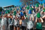 Woda lodowata, cel szlachetny. 2 tys. studentów w Bostonie bije rekord liczby uczestników ice bucket challenge (wrzesień 2016 r.).