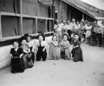 Ovitzowie byli ulubieńcami doktora Mengele, dzięki czemu udało im się ocaleć z zagłady.