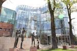 Filharmonia Opolska włączyła się do unijnego projektu ochrony trzmiela. Sprawa oprócz wymiaru ludzko-zwierzęcego ma też aspekt finansowy.