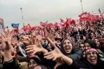 Na zdjęciu proprezydencki wiec w sobotę w Stambule.