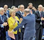 I prezes Sądu Najwyższego prof. dr hab. Małgorzata Gersdorf (druga od lewej), rzecznik praw obywatelskich Adam Bodnar (trzeci od lewej), przewodniczący KRS Dariusz Zawistowski (pierwszy z lewej), prezes Naczelnej Rady Adwokackiej Jacek Trela (z prawej) oraz prezes Trybunału Sprawiedliwości Unii Europejskiej prof. Koen Lenaerts (tyłem) podczas inauguracji Kongresu Prawników Polskich w Katowicach