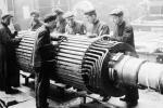 Pracownicy moskiewskiej fabryki Elektrosila. Stalin chciał mieć posłusznych robotników pracujących na potrzeby zmilitaryzowanego państwa.