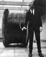 """Edward Krasiński, zdjęcie z akcji """"Dévidoir"""", 1970,  wykonane przez Eustachego Kossakowskiego"""
