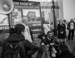 Czarnoskóry i poruszający się na wózku aktywista pro-life wprowadza feministki w osłupienie.