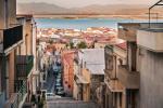Wyspa z widokami na niezależność? Miejscowość Carloforte na wschodzie Sardynii.