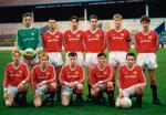 Jeszcze razem w drużynie. Adrian Doherty (pierwszy z prawej w dolnym rzędzie) i Ryan Giggs (stoi obok bramkarza). Juniorzy Manchesteru United, 1990 r.