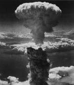 Grzyb atomowy po wybuchu bomby zrzuconej przez Amerykanów nad Nagasaki 9 sierpnia 1945 r.