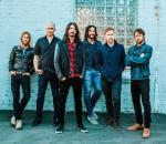 Od lewej: Taylor Hawkins, Pat Smear, Dave Grohl, Rami Jaffee, Nate Mendel, Chris Shiflett