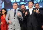 Od lewej: Saul Alvarez, jego promotor Oscar de la Hoya i Giennadij Gołowkin