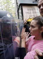 Hiszpańscy policjanci przechodzili wielotygodniowe szkolenia jak zachować spokój wobec demonstrantów. W niedzielę nie zawsze im się to udawało.