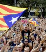 Manifestacja na rzecz niepodległości w Barcelonie, przed strajkiem generalnym we wtorek