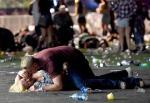 Pierwsze strzały padły kilka minut po 22. Uczestnicy koncertu próbowali schronić się przed kulami