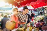 Zakupy w czasie wakacji za granicą mogą być droższe z powodu kosztów przeliczeń walutowych