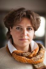 Joanna Tyrowicz jest ekonomistką, zajmuje się rynkiem pracy ibezrobociem. Obecnie jest adiunktem na Wydziale Zarządzania Uniwersytetu Warszawskiego iwspółzałożycielką ośrodka badawczego GRAPE – Group  for Research in Applied Economics. Wprzeszłości pracowała wInstytucie Ekonomicznym NBP.