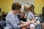 """Akcja społeczna """"Profesor Wnuczek"""" – zajęcia komputerowe dla seniorów, przełamuje bariery międzypokoleniowe."""