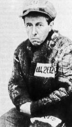 Aleksander Sołżenicyn (1918–2008) dramatyczne doświadczenia z pobytu w łagrze opisał w książkach, które przyniosły mu światową sławę i literacką Nagrodę Nobla.