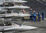 """Od dwóch lat francuskie rafale startujące z lotniskowca """"Charles de Gaulle"""" bombardują pozycje dżihadystów w Syrii."""