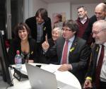 Od trzech miesięcy Carles Puigdemont codziennie zdalnie kontaktuje się z Brukseli ze swoimi zwolennikimi w Katalonii.