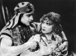 """""""Syn szejka"""" (1926 r.) z Rudolfem Valentino i Vilmą Bánky był kontynuacją kinowego hitu """"Szejk"""" z 1921 r."""