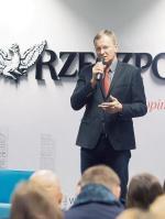 """Gości witał redaktor naczelny """"Rz"""" Bogusław Chrabota."""