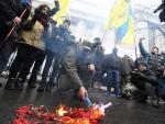 Protestujący pod Radą Najwyższą w Kijowie od miesięcy domagali się uznania agresji Rosji.