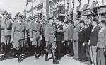 Gubernator Hans Frank w towarzystwie niemieckich oficerów dokonuje przeglądu ochotniczego oddziału SS-Galizien w Drohobyczu