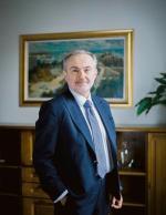 Wojciech Szczurek prezydentem Gdyni jest od 1998 roku. Z zawodu sędzia. W latach 1989-94 pracował w Sądzie Rejonowym w Gdyni w Wydziale Cywilnym (był jego przewodniczącym). Doktor prawa, ukończył Uniwersytet Gdański. Gdynianin w trzecim pokoleniu, rocznik 1963.