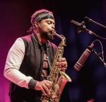 Logan Richardson na Festiwalu Jazz Jantar w roku 2016. Od lat sponsorem imprezy jest firma Ziaja.