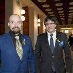 Carles Puigdemont (z prawej) ze wspierającym ruch secesjonistyczny w Katalonii fińskim posłem Mikko Kärnä podczas wizyty w parlamencie w Helsinkach 22 marca. Te odwiedziny przywódcę katalońskich separatystów kosztowały wolność.