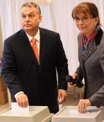 Viktor Orbán wraz z żoną Aniko głosują w Budapeszcie.