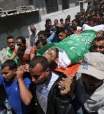Pogrzeb Mohammeda Dwedara, 27-letniego Palestyńczyka z Gazy – jednej z 60 ofiar poniedziałkowej masakry