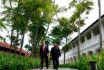 Donald Trump i Kim Dzong Un podczas spotkania 12 czerwca