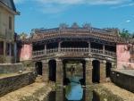 Most Japoński w Hôi An zbudowany przez rzemieślników  w XVII wieku kryje w sobie buddyjską świątynię.