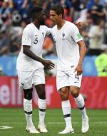 ≥Samuel Umtiti (z lewej) i Raphael Varane – to oni strzegą francuskiej bramki i zdobywają gole