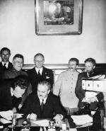 ≥Podpisanie paktu Ribbentrop-Mołotow na Kremlu 23 sierpnia 1939 roku