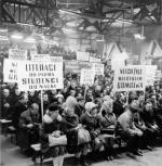 ≥Nowa Huta, marzec 1968.  Zebranie załogi Huty im. Lenina potępiające strajki studenckie.
