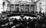 Spory o Okrągły Stół (na zdjęciu obrady plenarne w marcu 1989 r.) czy rząd Jana Olszewskiego już nie porywają tłumów. Czas na nową opowieść o Polsce