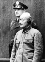 Gen. Hideki Tōjō, w latach 1941–1944 premier Japonii,  w powojennym procesie został uznany za zbrodniarza wojennego (powieszono go w 1948 r.)