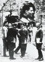 Stauffenberg (pierwszy z lewej) razem z Hitlerem i Keitlem w Wilczym Szańcu, 15 lipca 1944 r.