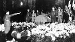 Adolf Hitler przy trumnie Reinharda Heydricha (zamordowanego 4 czerwca 1942 r. w Pradze)