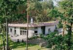 Pierwszy i jak do tej pory jedyny dom podziemny w Polsce został wybudowany we wsi  Brzezie w woj. łódzkim
