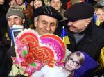 Zwolennicy byłej premier Julii Tymoszenko i prezydenta Petro Poroszenko nie mogą być pewni obecności ich kandydata w II turze