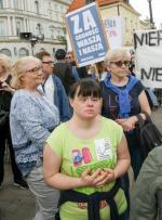Niepełnosprawni o swoje prawa walczyli w czwartek na ulicach Warszawy