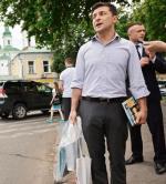 Prezydent Wołodymyr Zełenski w nieprezydenckim stroju odwiedził w czwartek festiwal książki w Kijowie