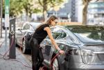 Eksperci oceniają, że w ciągu dwóch dekad ponad połowa nabywanych samochodów będzie wyposażona w napęd elektryczny