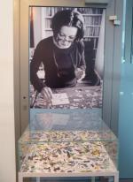 Noblistka Herta Müller podczas tworzenia kolażu