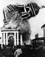 Dzwonnica prawosławnego kościoła Bożego Narodzenia wysadzona przez władze radzieckie. Murom, 1929 r.