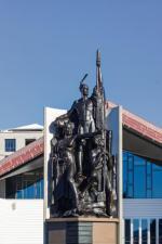 Maorysi uważają, że odkrywcą Nowej Zelandii, zwanej przez nich Aotearoa, był wódz Kupe. Stało się to ok. 1300 r. Pomnik wodza wita przybyszy na nadbrzeżu Wellington